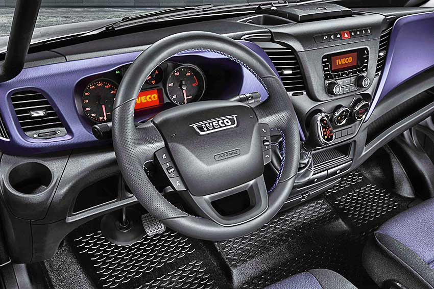 iveco_daily_35_blue_power_panel.jpg